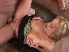 Wifie gets stiff dick in her hospitable pussy.